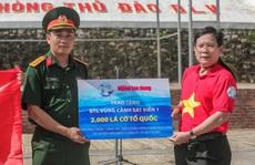 Một triệu lá cờ Tổ quốc cùng ngư dân bám biển đến với quân, dân đảo Bạch Long Vỹ anh hùng