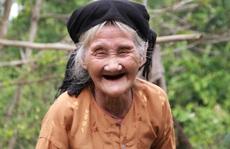Cụ bà 84 tuổi đạp xe lên xã xin thoát nghèo là điển hình tiên tiến của Thanh Hóa