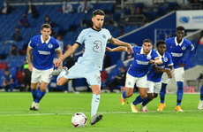 Hậu vệ lập công, Chelsea đại thắng Brighton vào top 3
