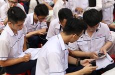 Giáo viên làm gì khi học sinh dùng điện thoại trong lớp?