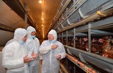 'Nữ hoàng hột vịt' Ba Huân được mời dạy nông dân cách nuôi gà hiệu quả