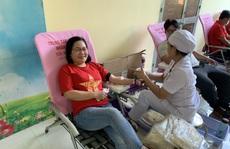 Đoàn viên tham gia hiến máu cứu người