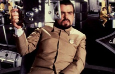 'Nam diễn viên phụ xuất sắc nhất' tại Cesar lần thứ 36 James Bond qua đời