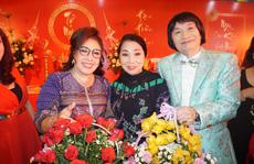 Đông đảo nghệ sĩ xem triển lãm ảnh của NSND Minh Vương