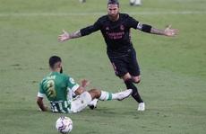 'Trung vệ thép' Ramos lập công, Real Madrid thoát hiểm trên sân Betis