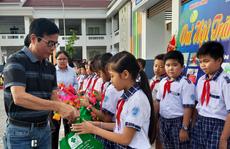 Báo Người Lao Động trao 285 phần quà trung thu cho trẻ em nghèo Cần Thơ
