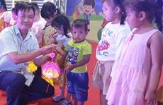 """Ấm áp đêm """"Vui hội trung thu"""" với trẻ em nghèo Sóc Trăng, Tiền Giang"""