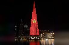 Quốc kỳ Việt Nam 'tung bay' trên tòa tháp cao nhất thế giới Burj Khalifa