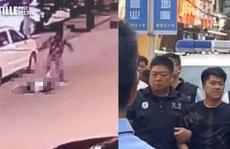 Trung Quốc: Thanh niên đâm bạn gái cũ, hàng chục xe thờ ơ lướt qua