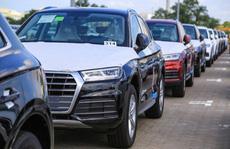 Thấy gì khi loạt xe sang giảm giá trăm triệu đến cả tỷ đồng tại Việt Nam?