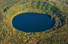 Hồ nước sâu nhất thế giới trên núi cao