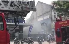 CLIP: Cháy trên đường Yersin - quận 1, cả khu vực náo loạn