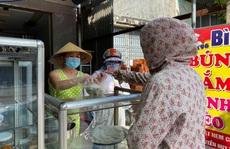 Đà Nẵng: Hàng quán ăn uống nhộn nhịp trở lại trong ngày đầu nới lỏng giãn cách