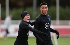 Dính scandal gái gọi Iceland, hai sao trẻ bị đuổi khỏi tuyển Anh