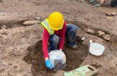 Xới vườn rau xây bệnh viện, mở cửa mộ cổ kỳ dị 4.000 năm