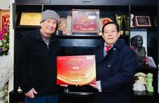 'Mai Vàng nhân ái' thăm nhạc sĩ Phạm Tuyên trước sinh nhật tuổi 91