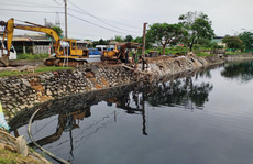 """Người dân lo """"mất Tết' vì sống cạnh hồ điều tiết quanh năm ô nhiễm ở Đà Nẵng"""