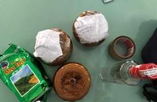 Đà Nẵng: Hai hũ gốm nghi đựng tro cốt bị bỏ quên tại quán ăn ven đường