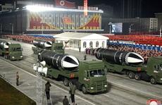 Triều Tiên khoe 'vũ khí mạnh nhất thế giới' trong lễ duyệt binh kín tiếng
