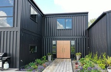 Kiến trúc sư xây 'dinh thự' từ 12 container