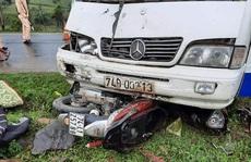 Ôtô tông xe máy chạy cùng chiều, một phụ nữ tử vong