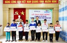 Học sinh nghèo Quảng Nam nhận học bổng 1 tỉ đồng