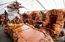 'Ngắm' bộ bàn ghế 'Cửu lân quần tụ' mạ vàng giá 3 tỉ đồng