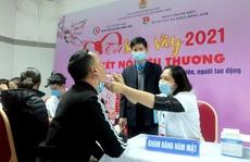 Hà Nội: Tặng quà, khám sức khỏe miễn phí cho công nhân