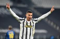Lập cú đúp bàn thắng, Ronaldo đánh bại kỷ lục của 'vua' Pele