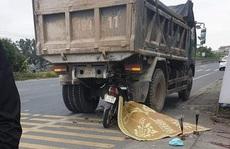 Đi xe máy 'kẹp 3' tông vào sau xe tải đỗ bên đường, 3 thanh niên thương vong