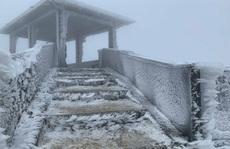 Đỉnh Mẫu Sơn lạnh -1,4 độ C, miền Bắc trùm trong giá rét, miền Trung mưa to