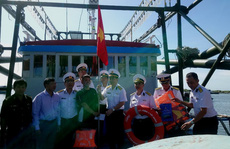 Trao tặng 2.500 lá cờ Tổ quốc tại 2 tỉnh Bình Thuận và Bình Phước