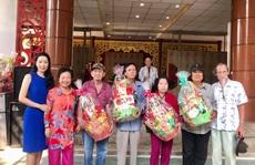 NSƯT Trịnh Kim Chi xúc động trao quà Tết cho nghệ sĩ nghèo