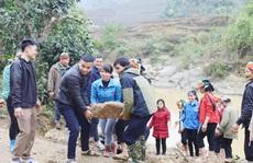 Lần đầu góp sức xây trường học - trải nghiệm khó quên tại Bản Chang