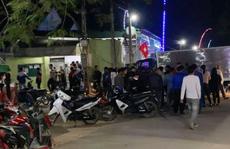 Xe tải lao vào nhà dân, 4 người uống trà sữa bị thương