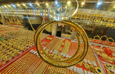 Giá vàng hôm nay 15-2: Vàng SJC neo giá quá cao