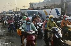 Mùng 5 Tết, người dân đổ về TP HCM, giao thông vẫn 'ngon lành'