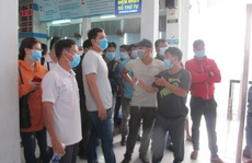 Hình ảnh ngàn người đến ga Sài Gòn đổi, trả vé tàu Tết