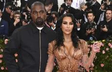 Kim 'Siêu vòng ba' đệ đơn ly hôn Kanye West
