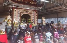 CLIP: Hàng ngàn người dân chen chân đi lễ đền Ông Hoàng Mười những ngày đầu năm