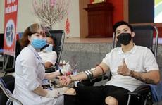 """Đoàn Văn Hậu lần đầu 'chia sẻ những giọt máu để giúp đỡ những người đang cần"""""""