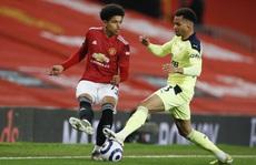 Tài năng 17 tuổi lập kỷ lục khi khoác áo Man United tại Europa League