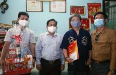 'Mai Vàng nhân ái' thăm nhạc sĩ Vũ Hoàng và NSND Lệ Thi