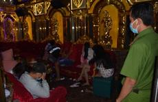 CLIP: Bắt quả tang nhiều 'chân dài' mở 'tiệc ma túy' ở quán karaoke