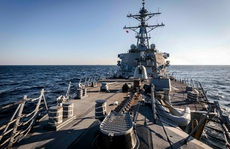 Tàu chiến Mỹ USS John S. McCain đi gần quần đảo Hoàng Sa