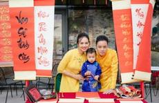 Gia đình Victor Vũ - Đinh Ngọc Diệp diện áo dài đón Tết