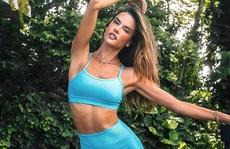 Siêu mẫu Alessandra Ambrosio mặc đồ yoga khoe dáng