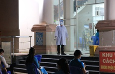 TP HCM: Xuyên đêm lấy mẫu xét nghiệm 300 người ở khu cách ly tạm thời