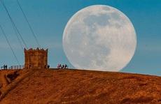 Khoảnh khắc mặt trăng gần trái đất nhất
