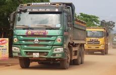 Bất an với đoàn xe ben thi công cao tốc Cam Lộ - La Sơn